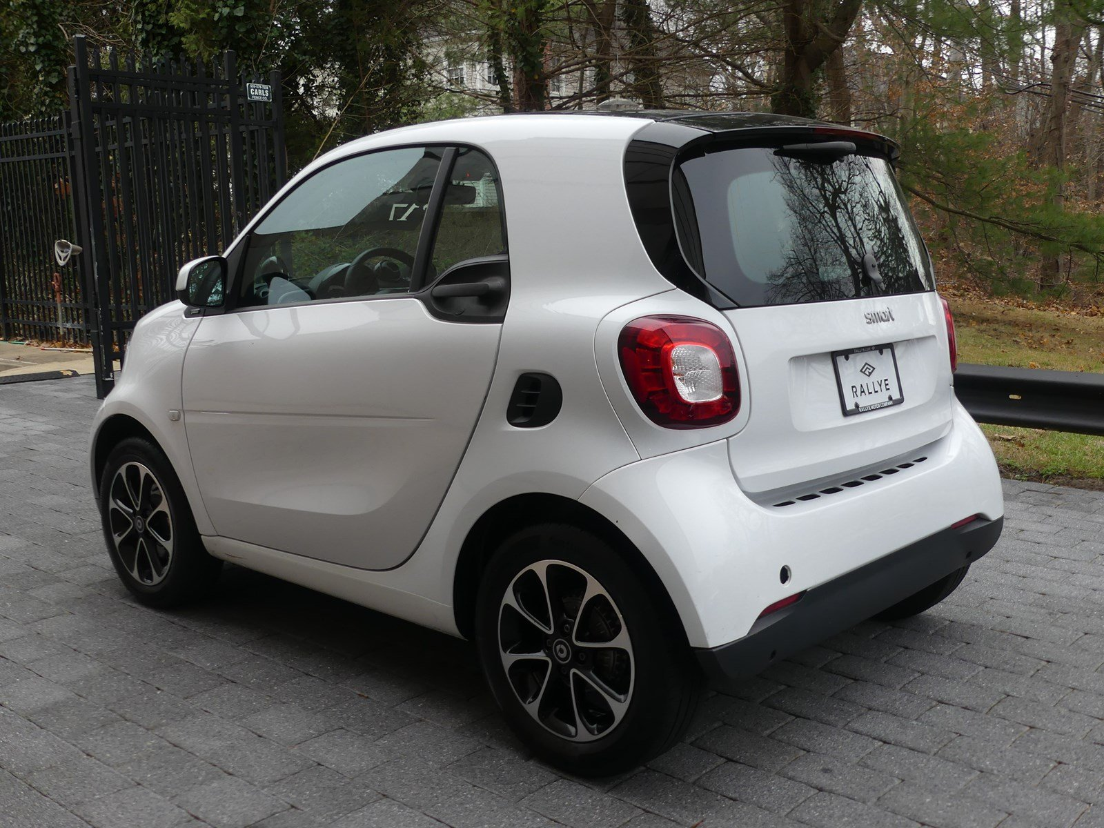 Pre-Owned 2017 smart SMT fortwo coupe
